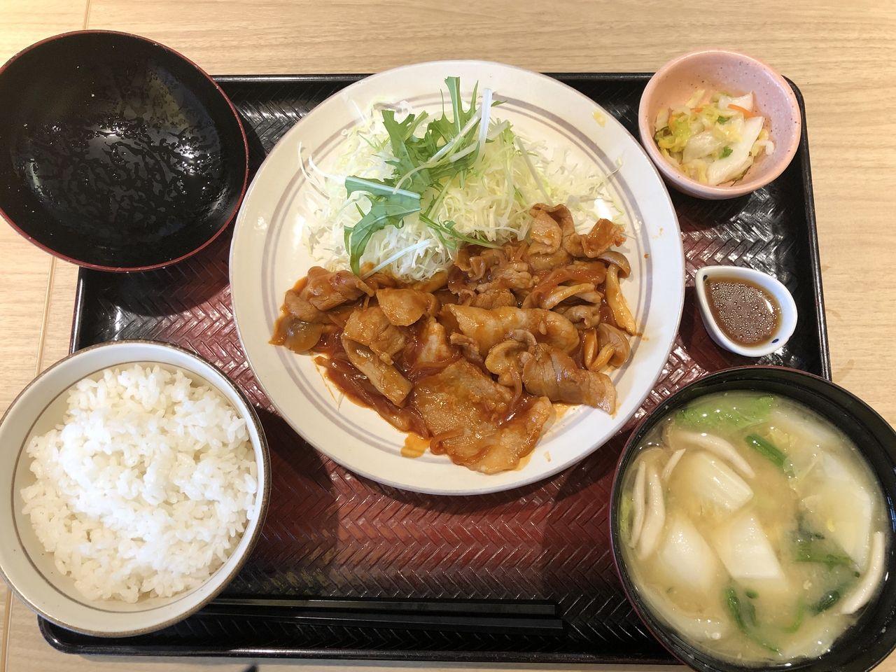 【食べ歩きブログ1】○○駅から徒歩2分、「○○屋南口店」