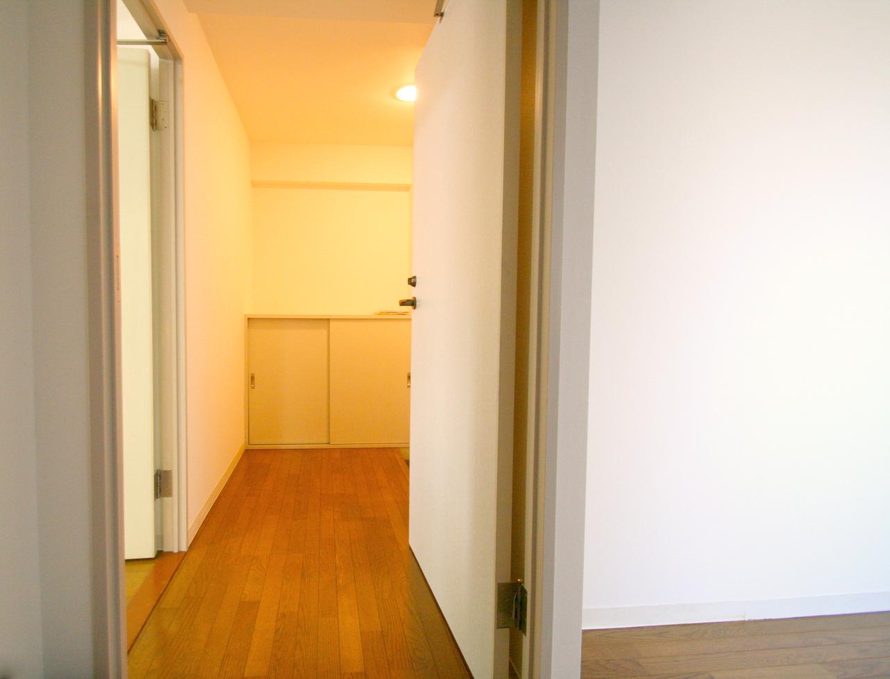 ○○物件の玄関廊下からの写真です。